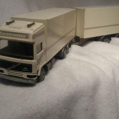 Bergand lastbilar i olika skalor