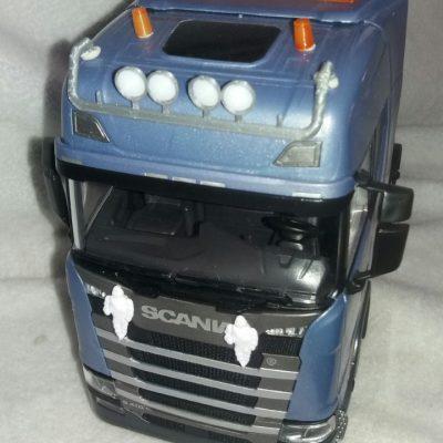 Nya tillbehör till lastbilen i skalan 1:24